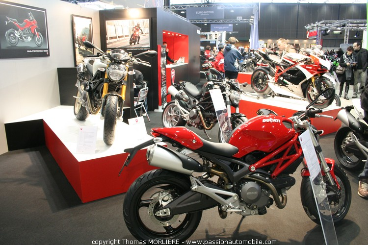 ducati au salon moto de lyon 2010. Black Bedroom Furniture Sets. Home Design Ideas