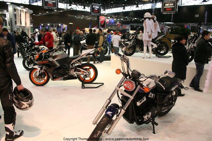 honda moto 2011 salon de la moto 2 roues lyon 2011. Black Bedroom Furniture Sets. Home Design Ideas