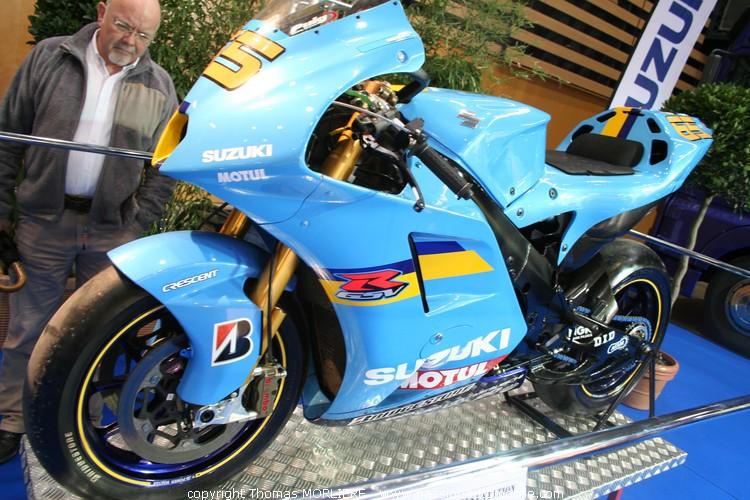 suzuki usine moto gp 2010 au salon de la moto de lyon 2010. Black Bedroom Furniture Sets. Home Design Ideas